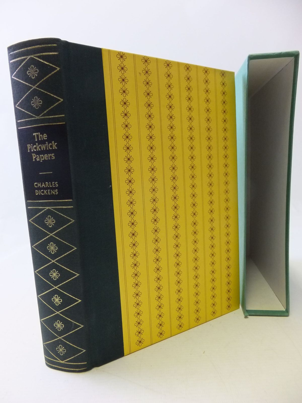 Photo of THE POSTHUMOUS PAPERS OF THE PICKWICK CLUB written by Dickens, Charles illustrated by Keeping, Charles published by Folio Society (STOCK CODE: 1710360)  for sale by Stella & Rose's Books