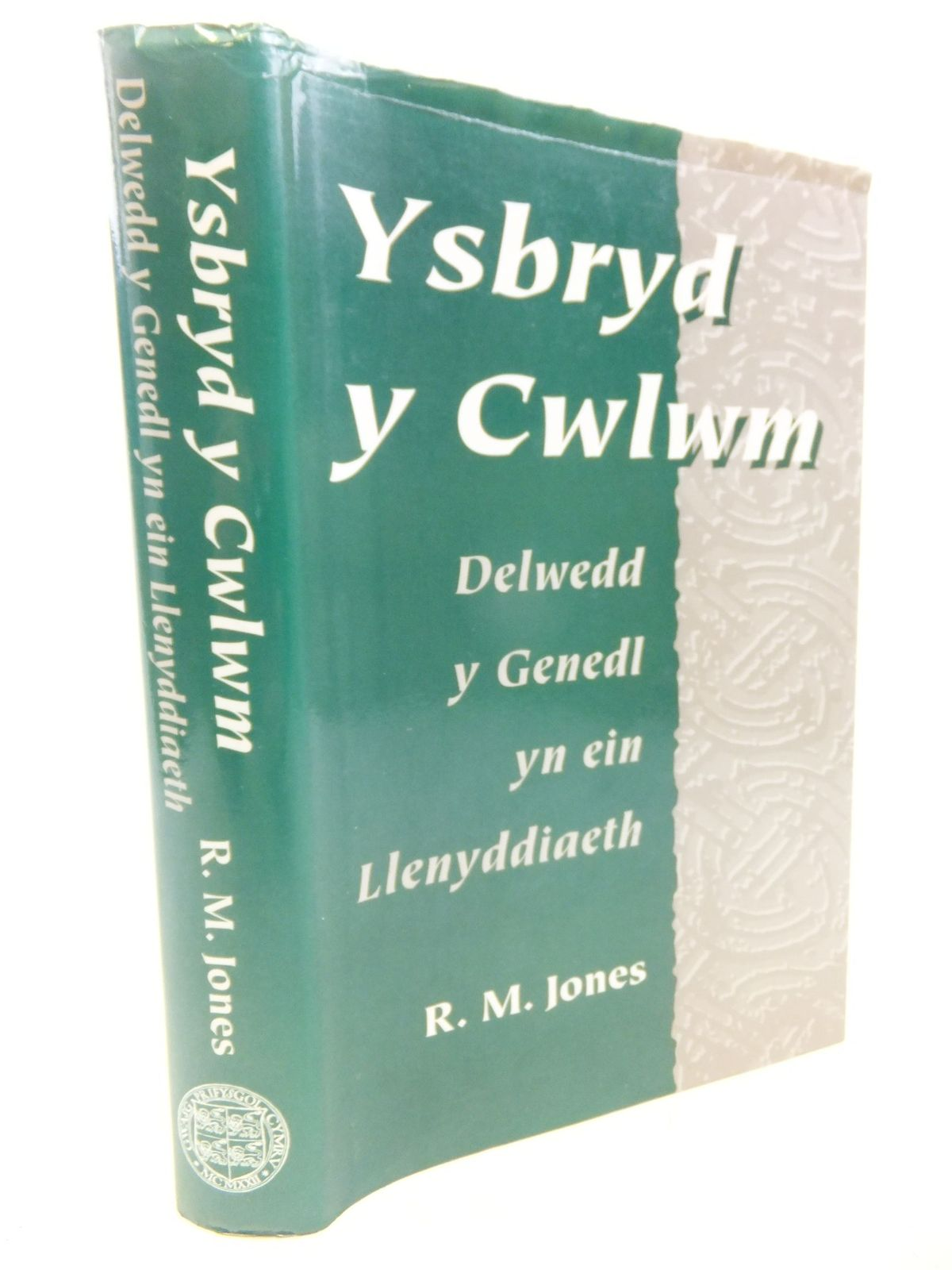 Photo of YSBRYD Y CWLWM: DELWEDD Y GENEDL YN EIN LLENYDDIAETH written by Jones, R.M. published by Gwasg Prifysgol Cymru (STOCK CODE: 1712817)  for sale by Stella & Rose's Books