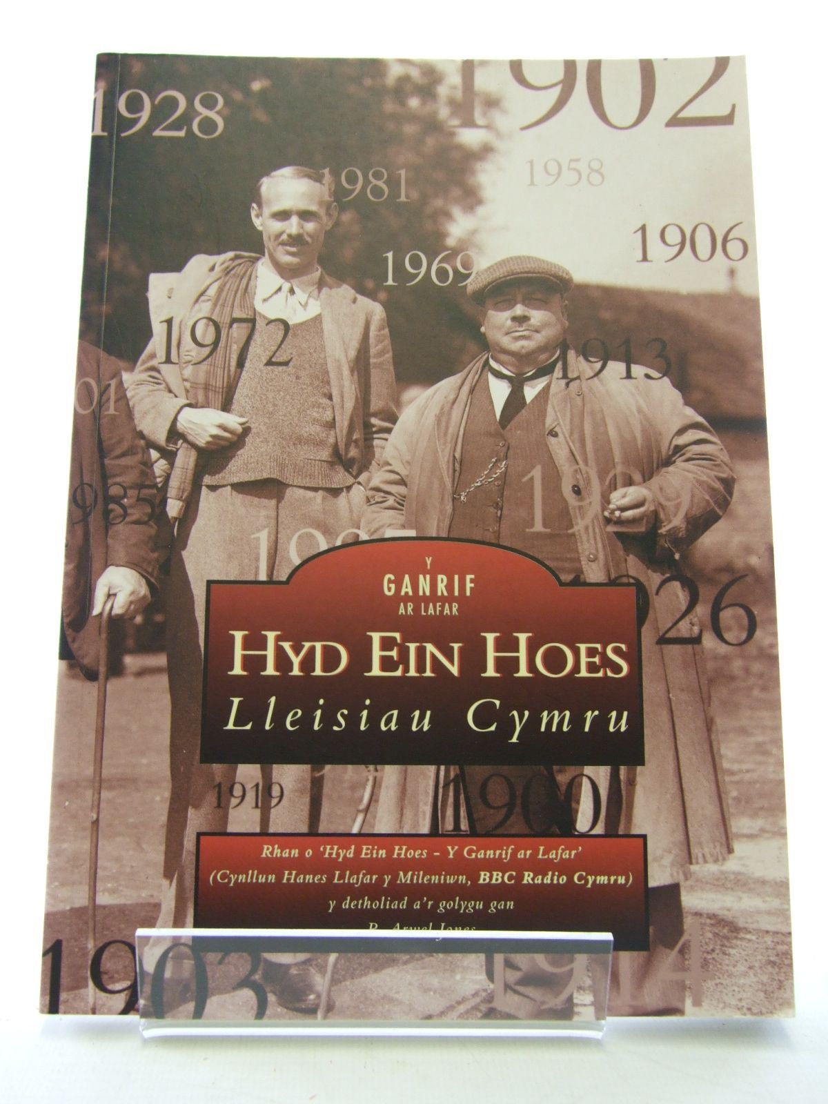 Photo of Y GANRIF AR LAFAR HYD EIN HOES LLEISIAU CYMRU written by Jones, R. Arwel published by Tempus Publishing Ltd (STOCK CODE: 1805866)  for sale by Stella & Rose's Books
