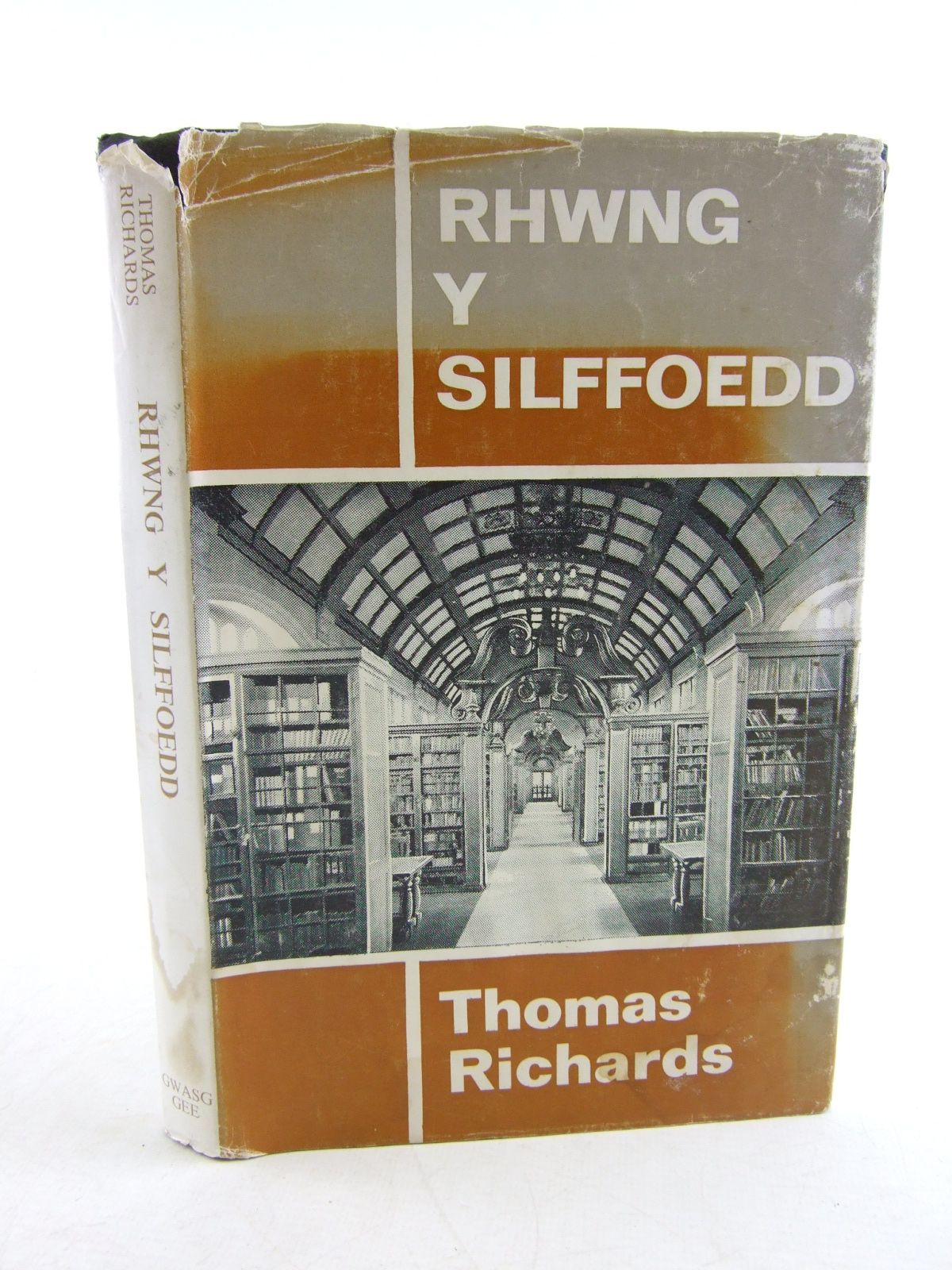 Photo of RHWYNG Y SILFFOEDD written by Richards, Thomas published by Gwasg Gee (STOCK CODE: 1806706)  for sale by Stella & Rose's Books