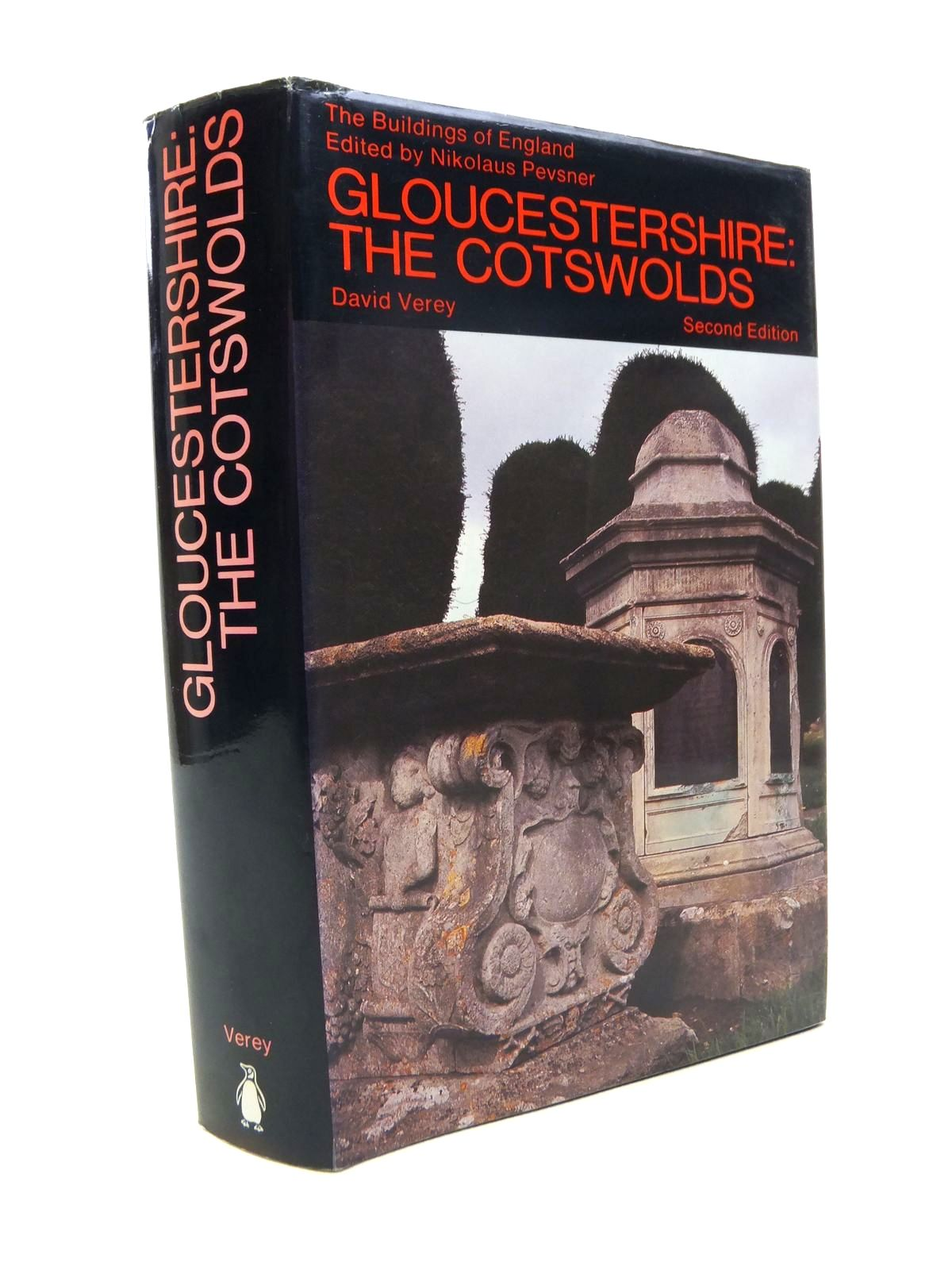 Photo of GLOUCESTERSHIRE I THE COTSWOLDS (BUILDINGS OF ENGLAND) written by Pevsner, Nikolaus<br />Verey, David published by Penguin (STOCK CODE: 1812202)  for sale by Stella & Rose's Books
