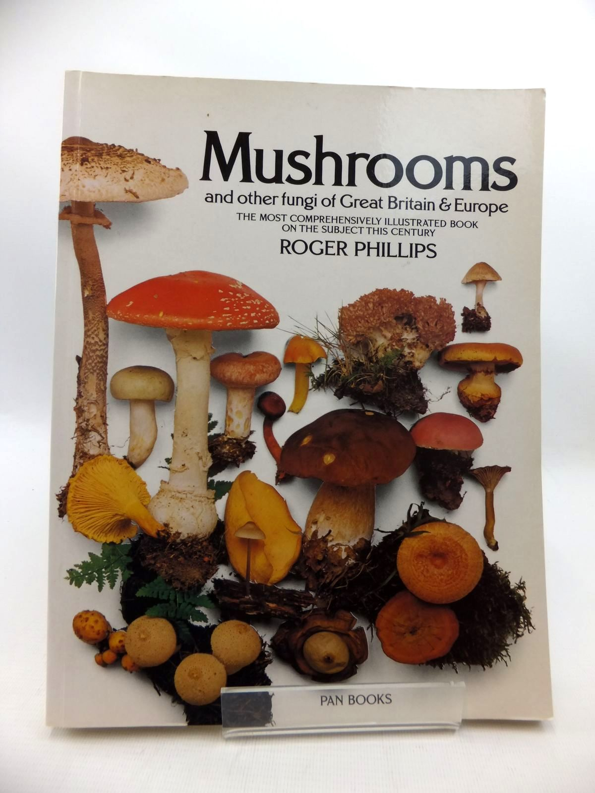 Photo of MUSHROOMS: AND OTHER FUNGI OF GREAT BRITAIN AND EUROPE written by Phillips, Roger published by Pan (STOCK CODE: 1815091)  for sale by Stella & Rose's Books