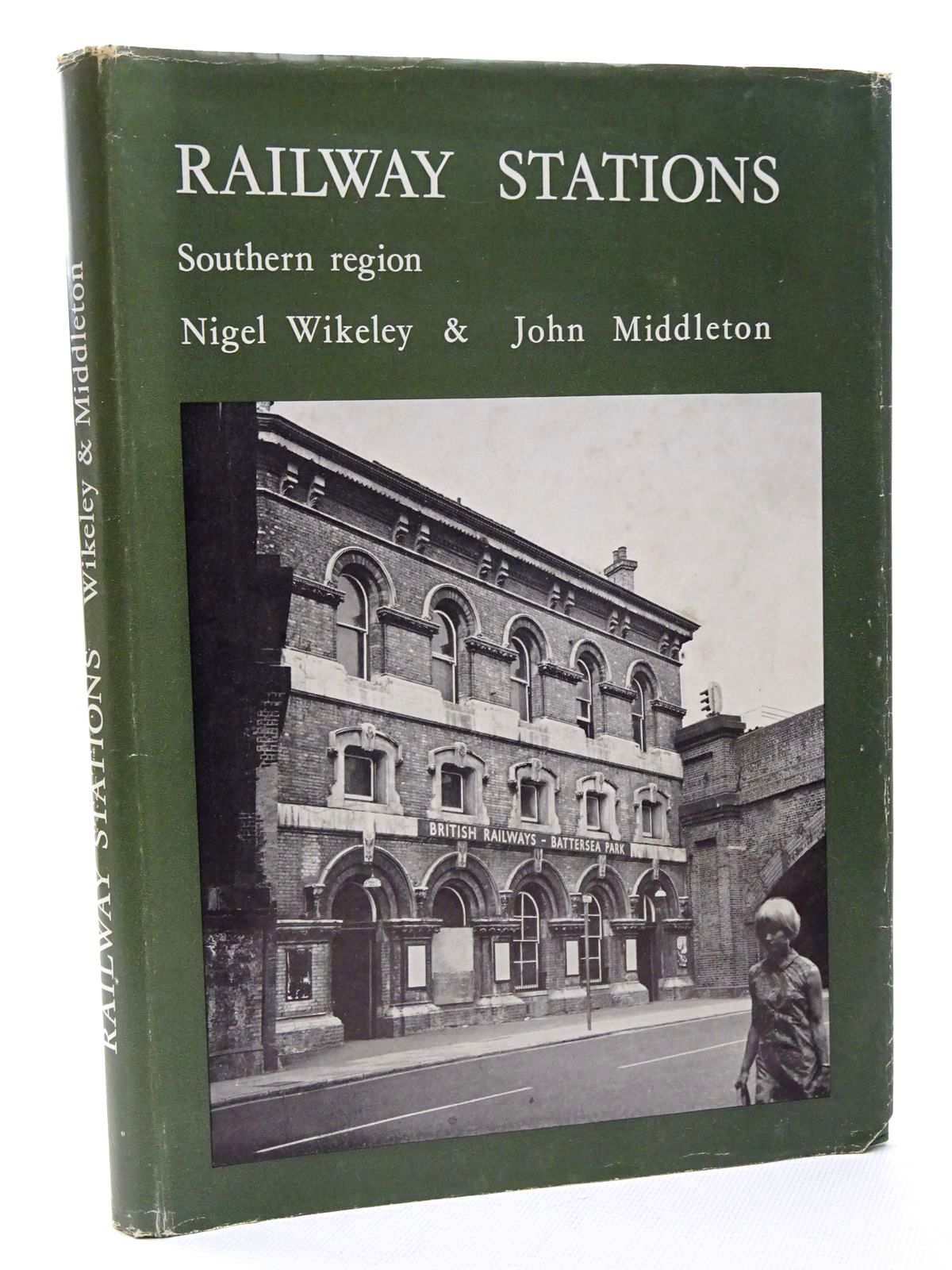 Photo of RAILWAY STATIONS SOUTHERN REGION written by Wikeley, Nigel<br />Middleton, John published by Peco (STOCK CODE: 1815701)  for sale by Stella & Rose's Books