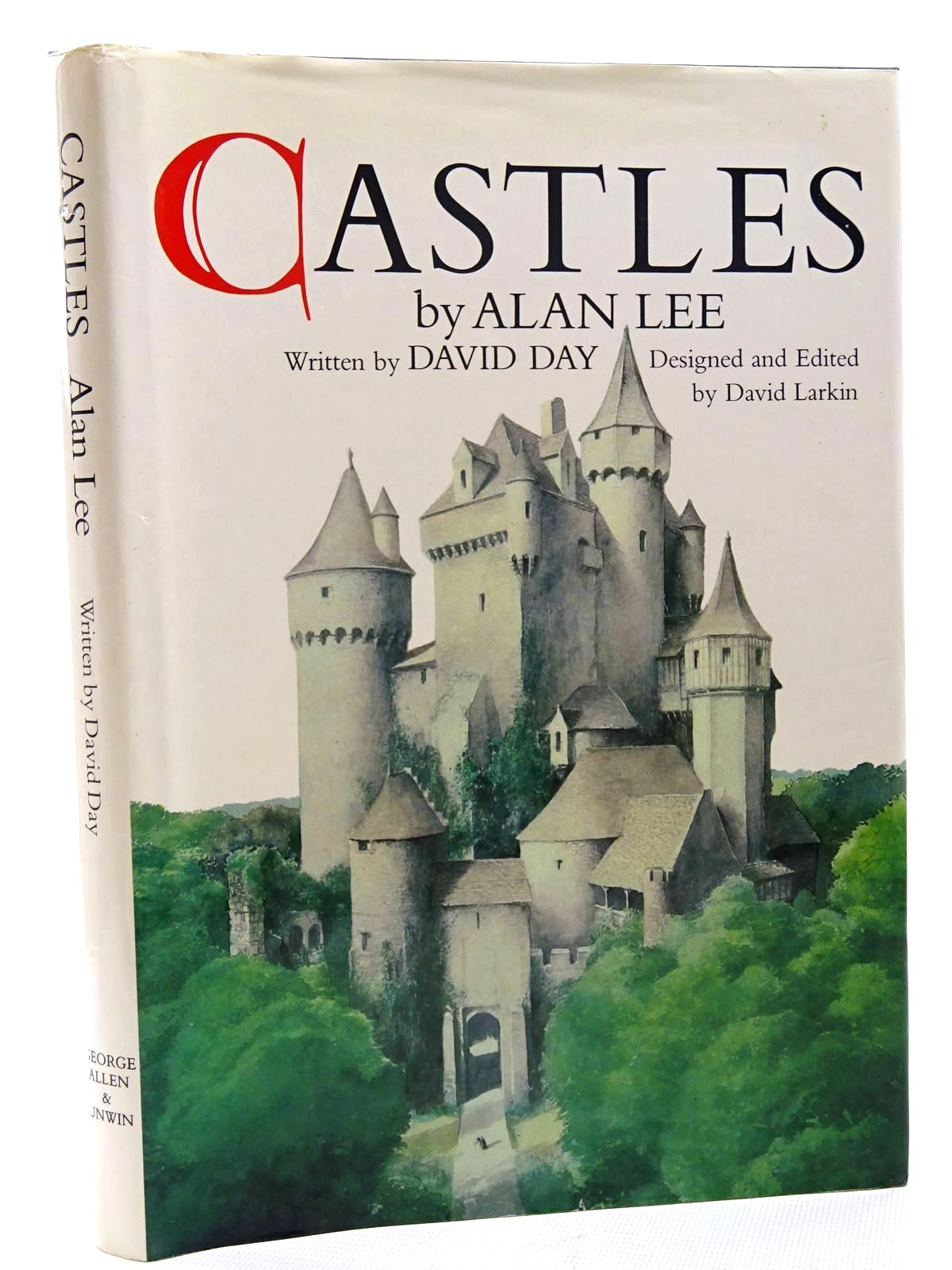 Photo of CASTLES written by Day, David illustrated by Lee, Alan published by George Allen & Unwin (STOCK CODE: 1816065)  for sale by Stella & Rose's Books