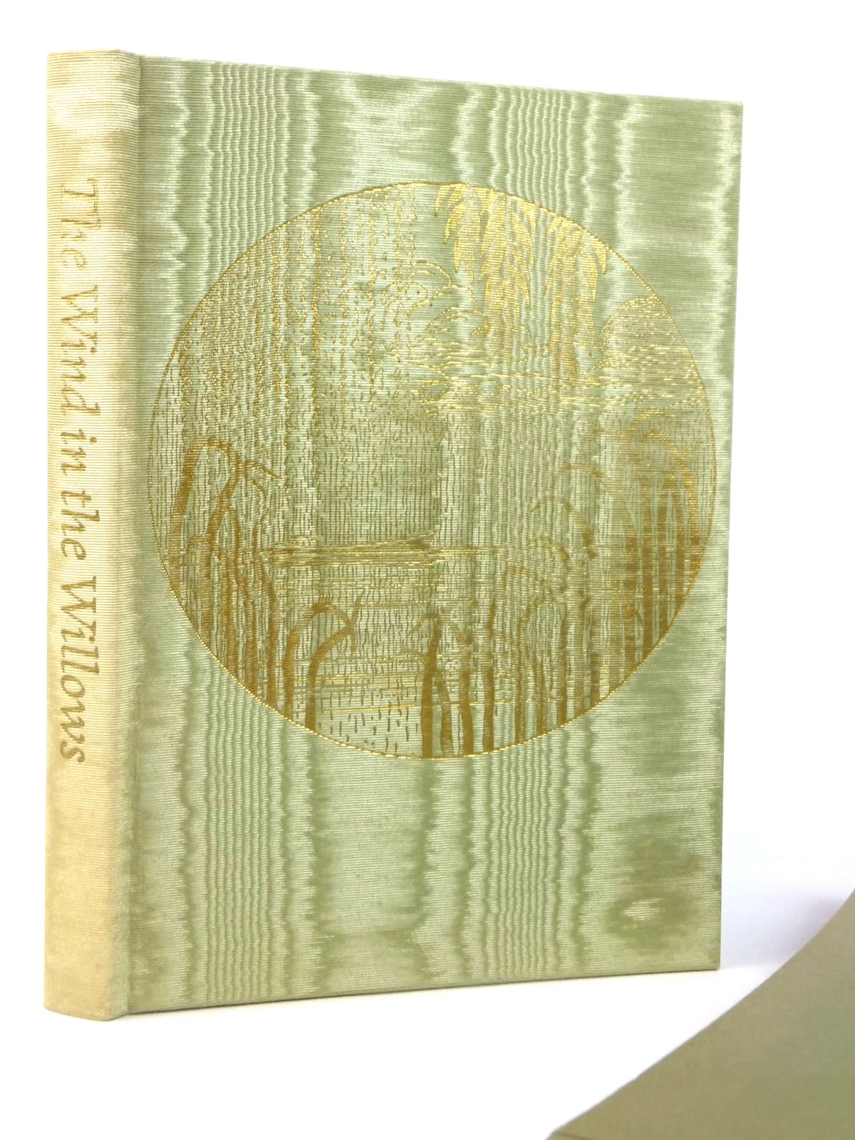 Photo of THE WIND IN THE WILLOWS written by Grahame, Kenneth illustrated by Lynch, James published by Folio Society (STOCK CODE: 2122227)  for sale by Stella & Rose's Books