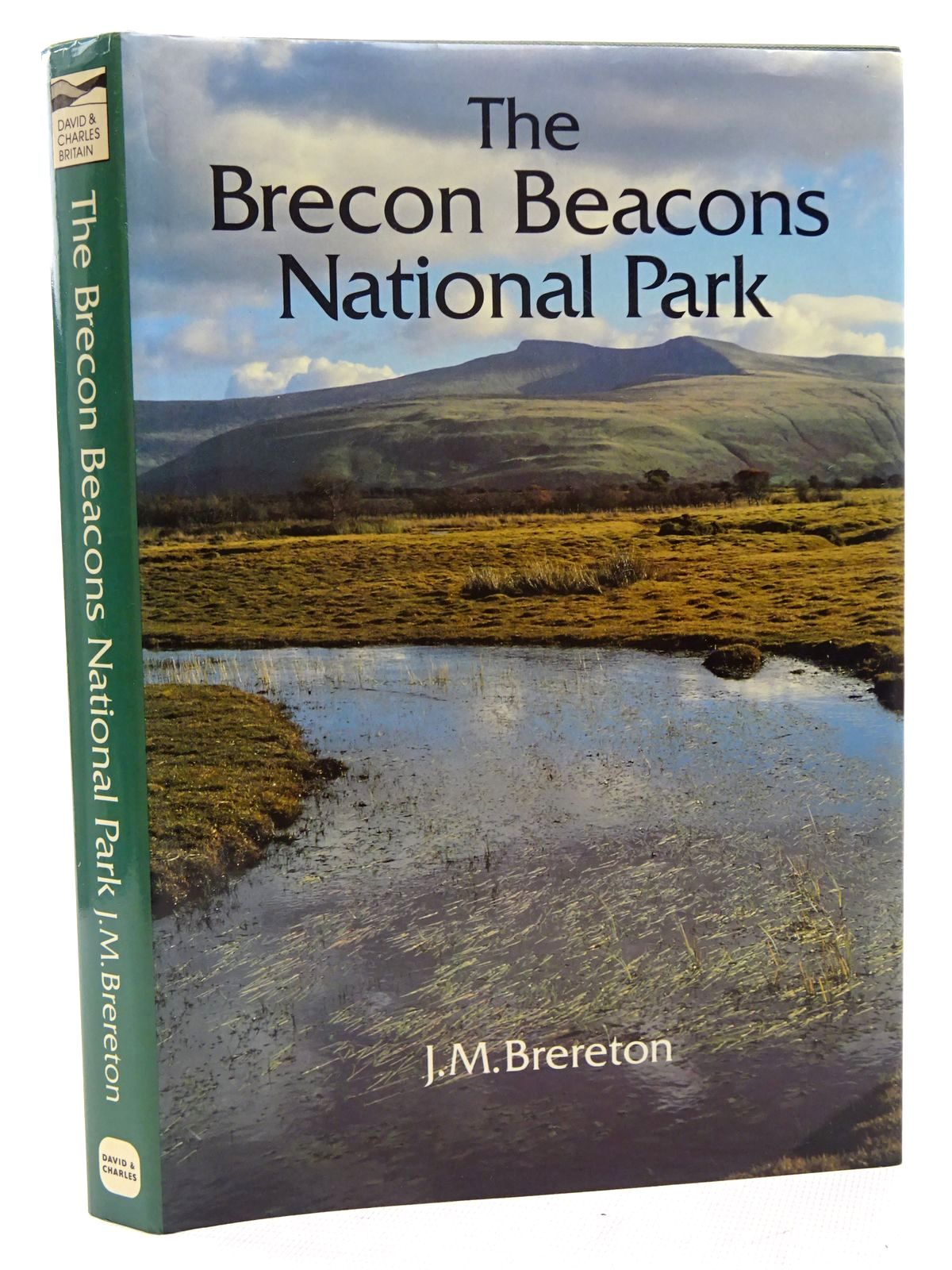 Photo of THE BRECON BEACONS NATIONAL PARK written by Brereton, J.M. published by David & Charles (STOCK CODE: 2124789)  for sale by Stella & Rose's Books