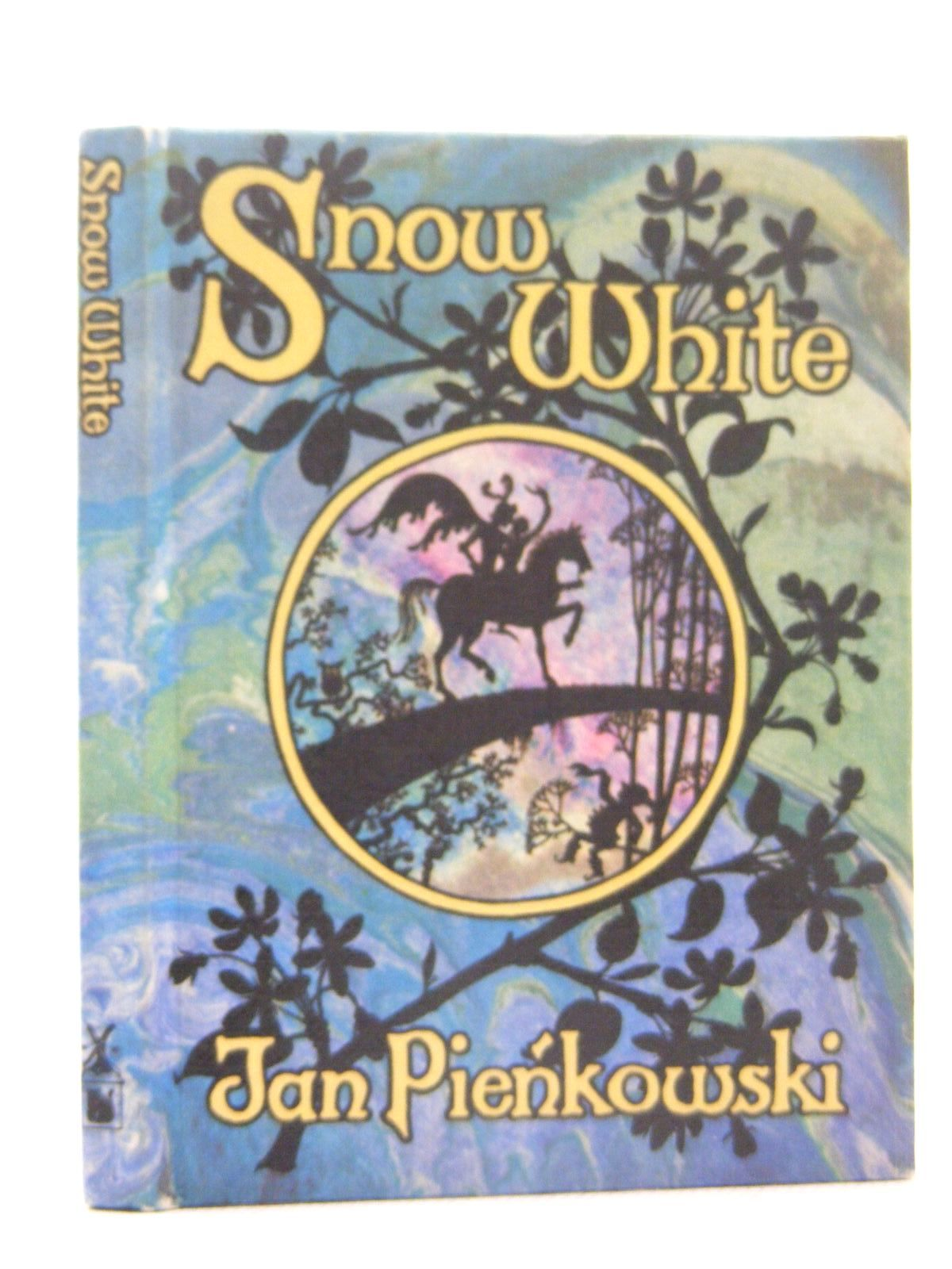 Photo of SNOW WHITE written by Grimm, Brothers illustrated by Pienkowski, Jan published by Heinemann, Gallery Five (STOCK CODE: 2124893)  for sale by Stella & Rose's Books