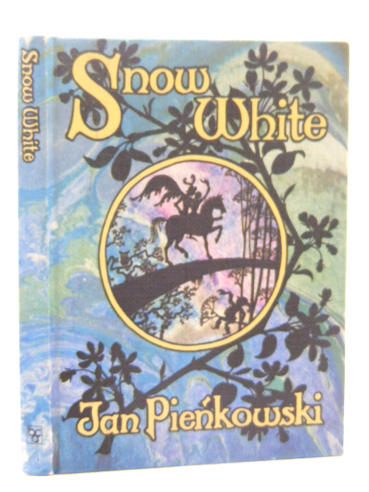 Photo of SNOW WHITE written by Grimm, Brothers illustrated by Pienkowski, Jan published by Book Club Associates (STOCK CODE: 2124896)  for sale by Stella & Rose's Books