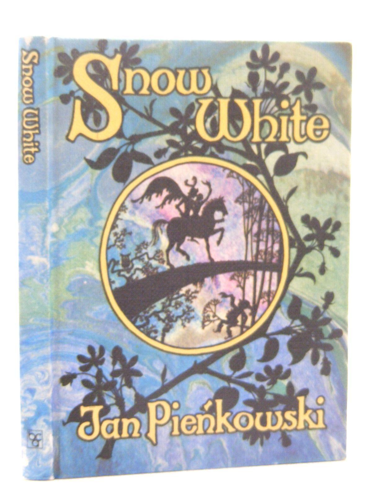 Photo of SNOW WHITE