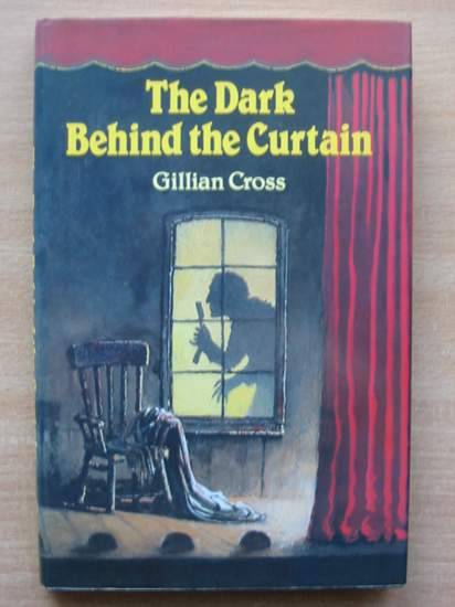 Photo of THE DARK BEHIND THE CURTAIN written by Cross, Gillian illustrated by Parkins, David published by Oxford University Press (STOCK CODE: 425307)  for sale by Stella & Rose's Books