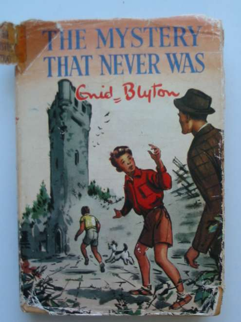 Photo of THE MYSTERY THAT NEVER WAS written by Blyton, Enid illustrated by Dunlop, Gilbert published by Collins (STOCK CODE: 815062)  for sale by Stella & Rose's Books