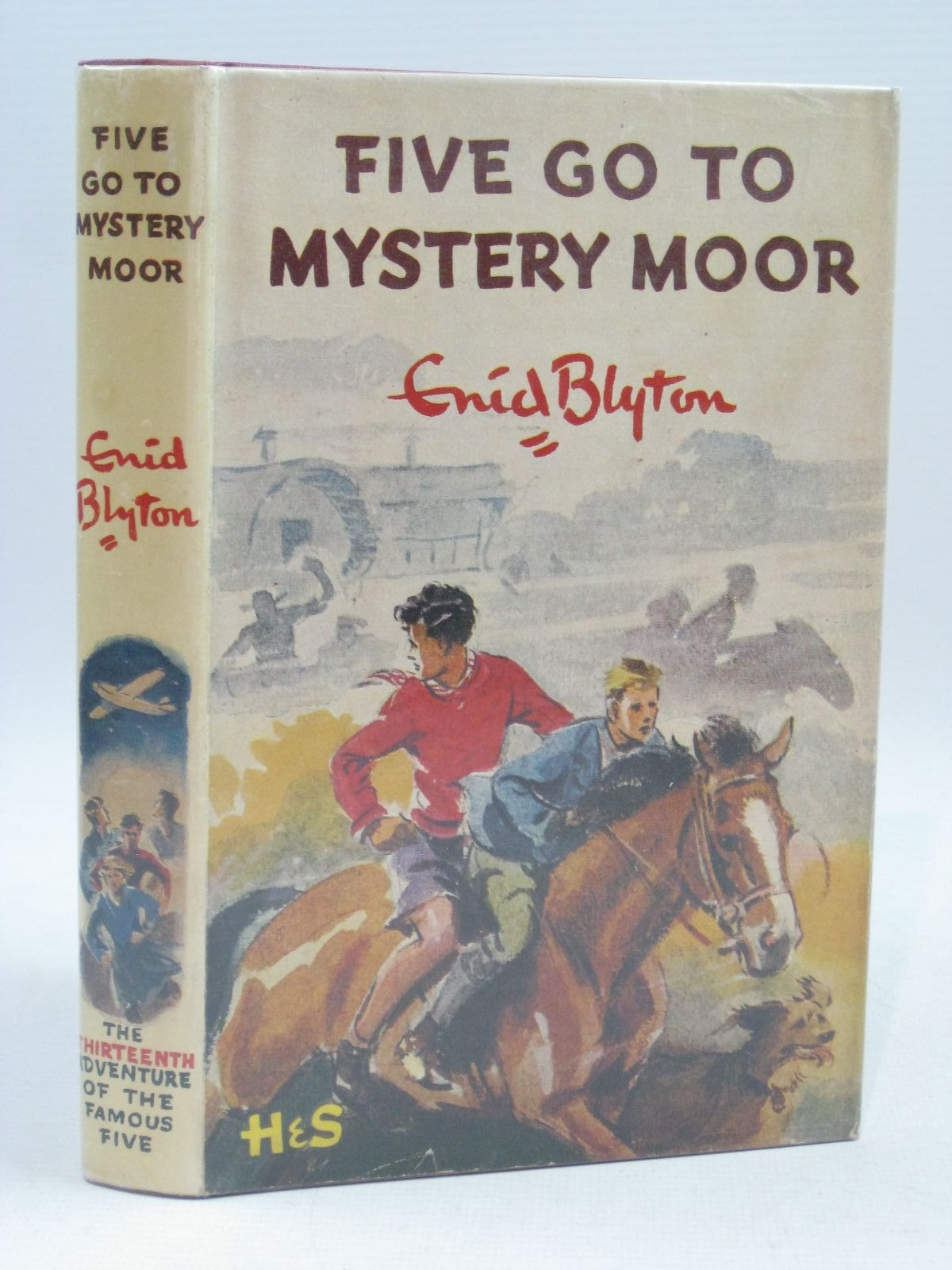 Cover of FIVE GO TO MYSTERY MOOR by Enid Blyton