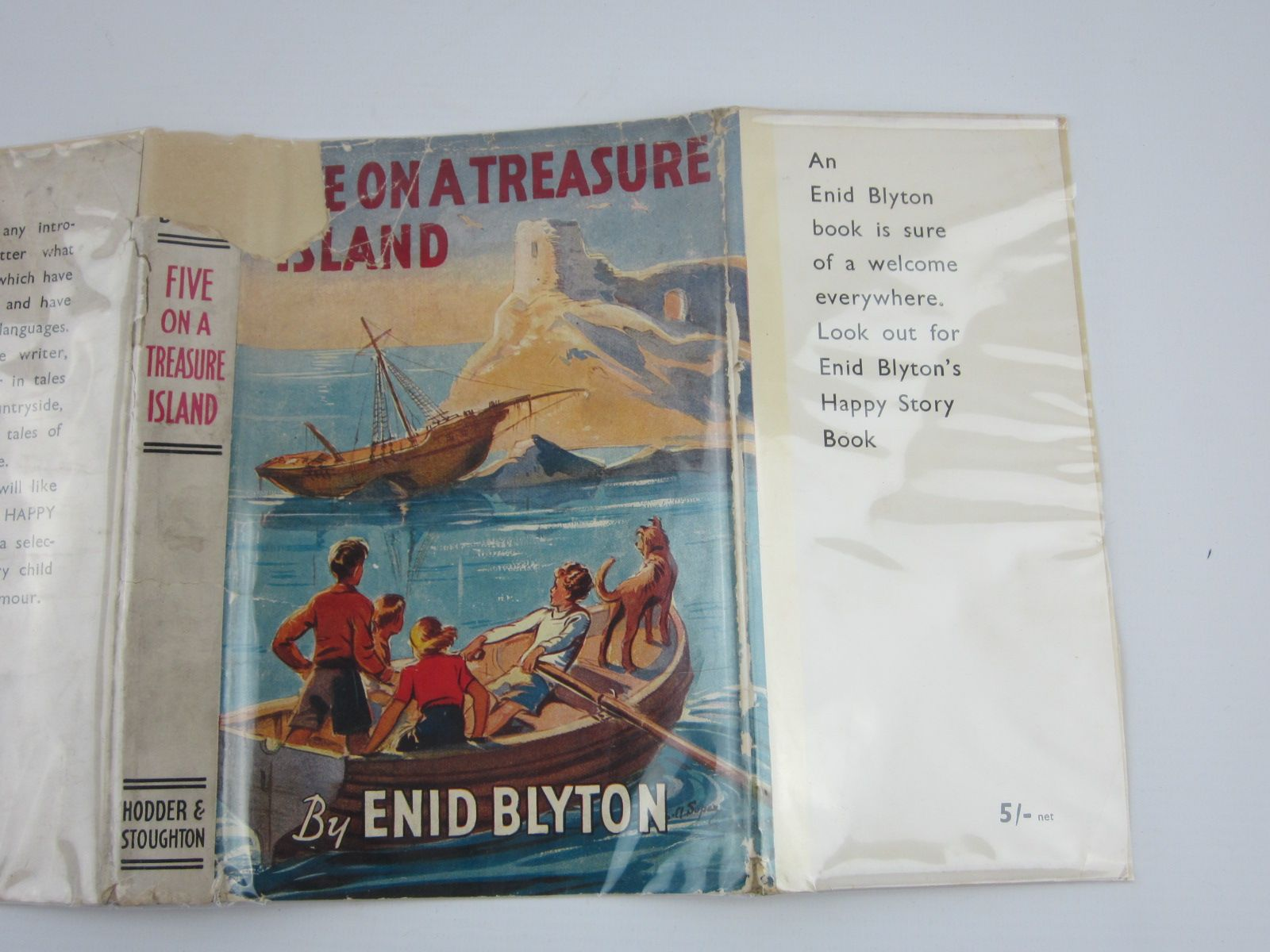 Photo of FIVE ON A TREASURE ISLAND written by Blyton, Enid illustrated by Soper, Eileen published by Hodder & Stoughton (STOCK CODE: 1310118)  for sale by Stella & Rose's Books