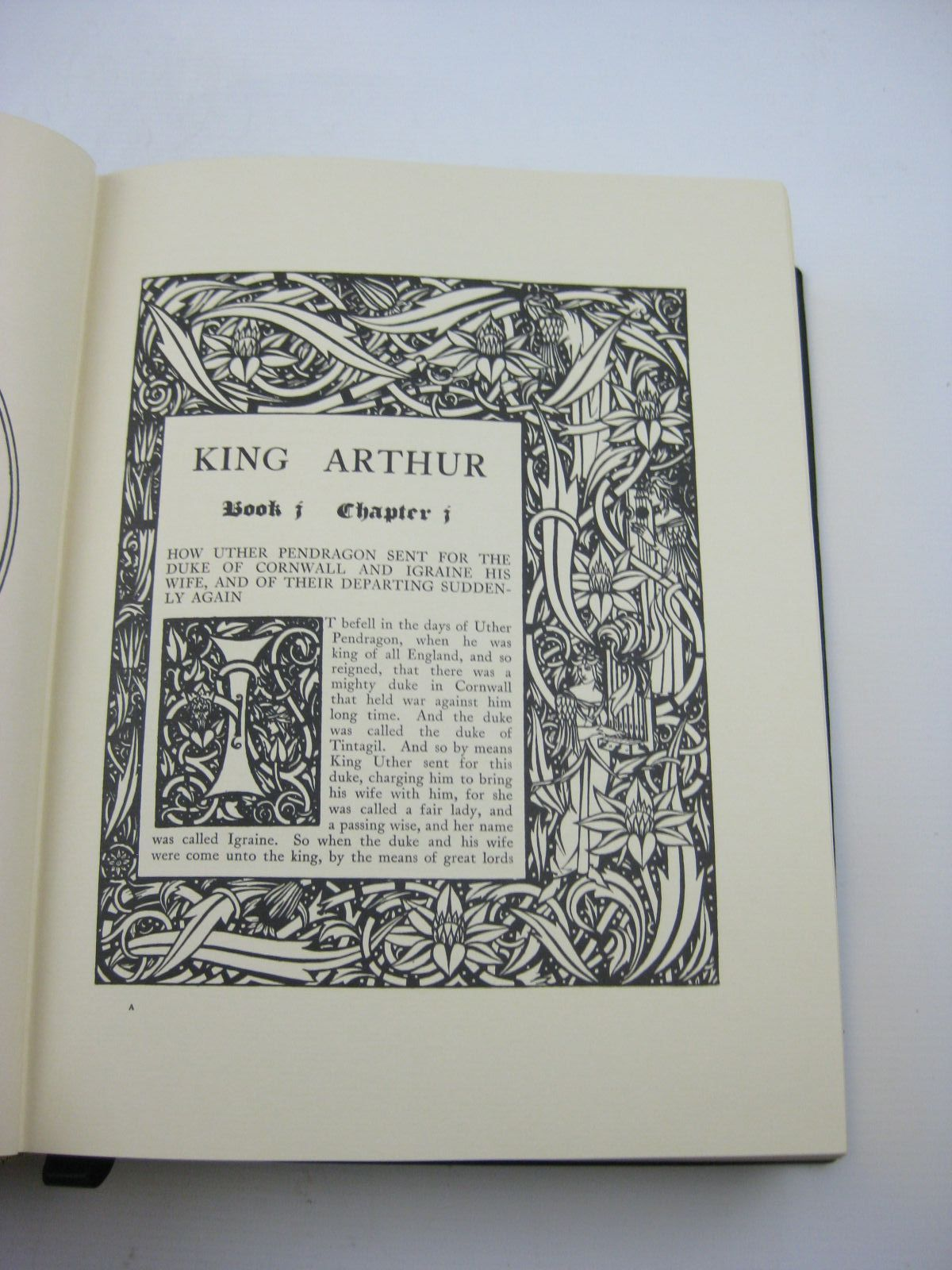 Photo of LE MORTE D'ARTHUR written by Malory, Sir Thomas illustrated by Beardsley, Aubrey published by Folio Society (STOCK CODE: 1315527)  for sale by Stella & Rose's Books