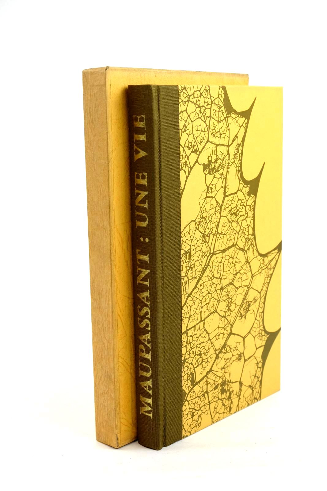 Photo of UNE VIE written by De Maupassant, Guy illustrated by Acs, Laszlo published by Folio Society (STOCK CODE: 1320400)  for sale by Stella & Rose's Books