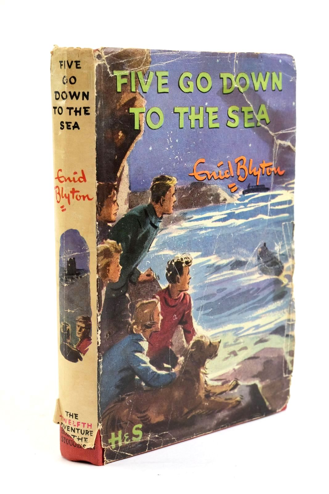 Photo of FIVE GO DOWN TO THE SEA written by Blyton, Enid illustrated by Soper, Eileen published by Hodder & Stoughton (STOCK CODE: 1321504)  for sale by Stella & Rose's Books