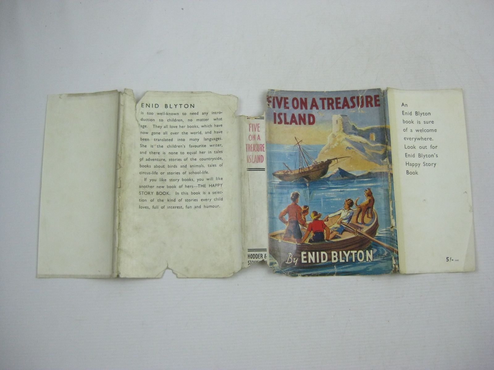 Photo of FIVE ON A TREASURE ISLAND written by Blyton, Enid illustrated by Soper, Eileen published by Hodder & Stoughton (STOCK CODE: 1404490)  for sale by Stella & Rose's Books