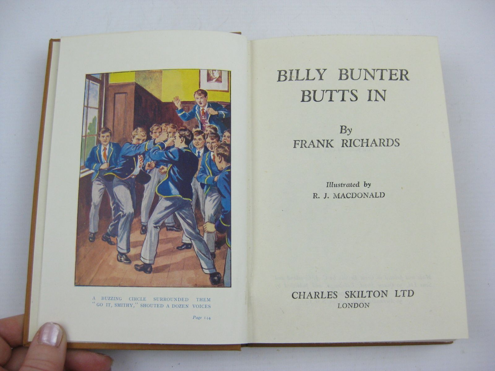 Photo of BILLY BUNTER BUTTS IN written by Richards, Frank illustrated by Macdonald, R.J. published by Charles Skilton Ltd. (STOCK CODE: 1406908)  for sale by Stella & Rose's Books