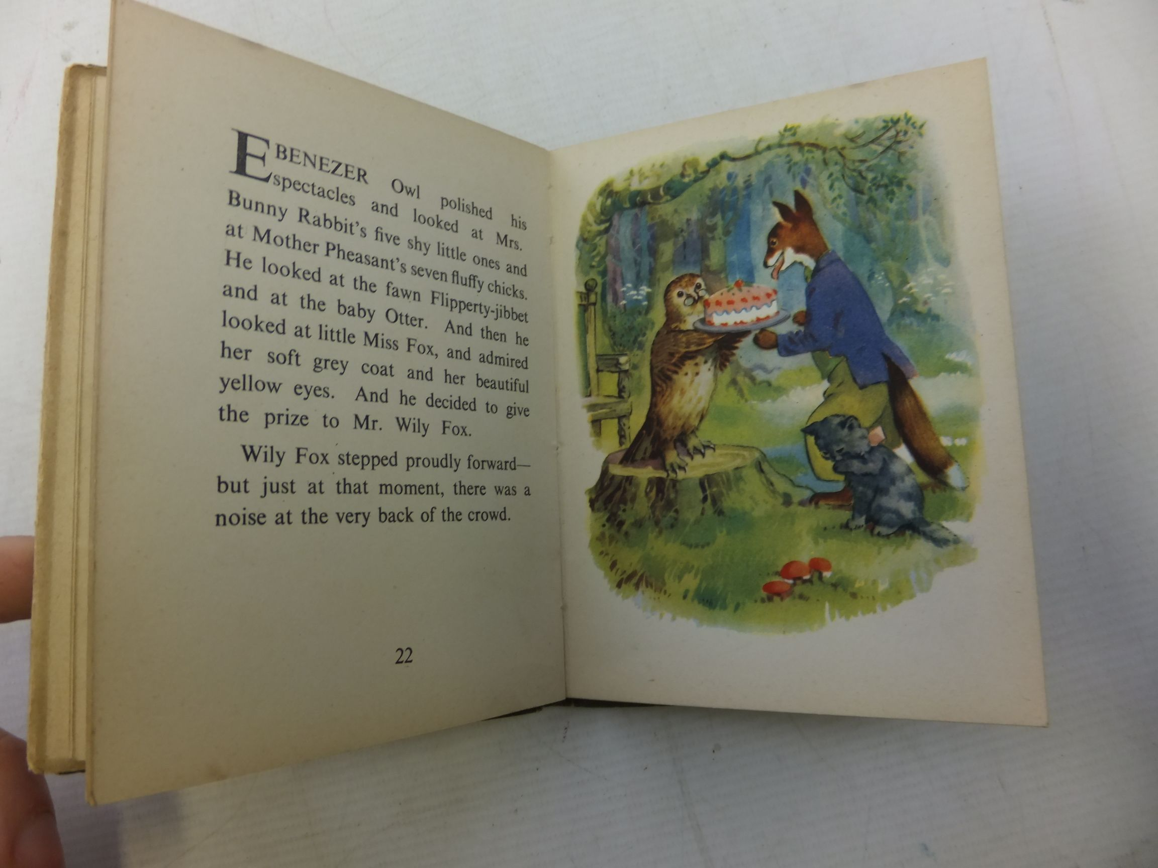 Photo of WILY FOX AND THE BABY SHOW written by Severn, David illustrated by Higham, Geoffrey published by The Bodley Head (STOCK CODE: 1711685)  for sale by Stella & Rose's Books