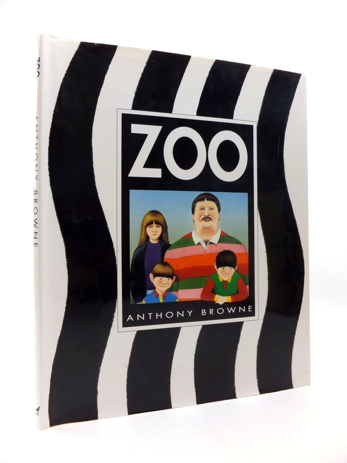 Photo of ZOO written by Browne, Anthony illustrated by Browne, Anthony published by Julia MacRae Books (STOCK CODE: 1814594)  for sale by Stella & Rose's Books