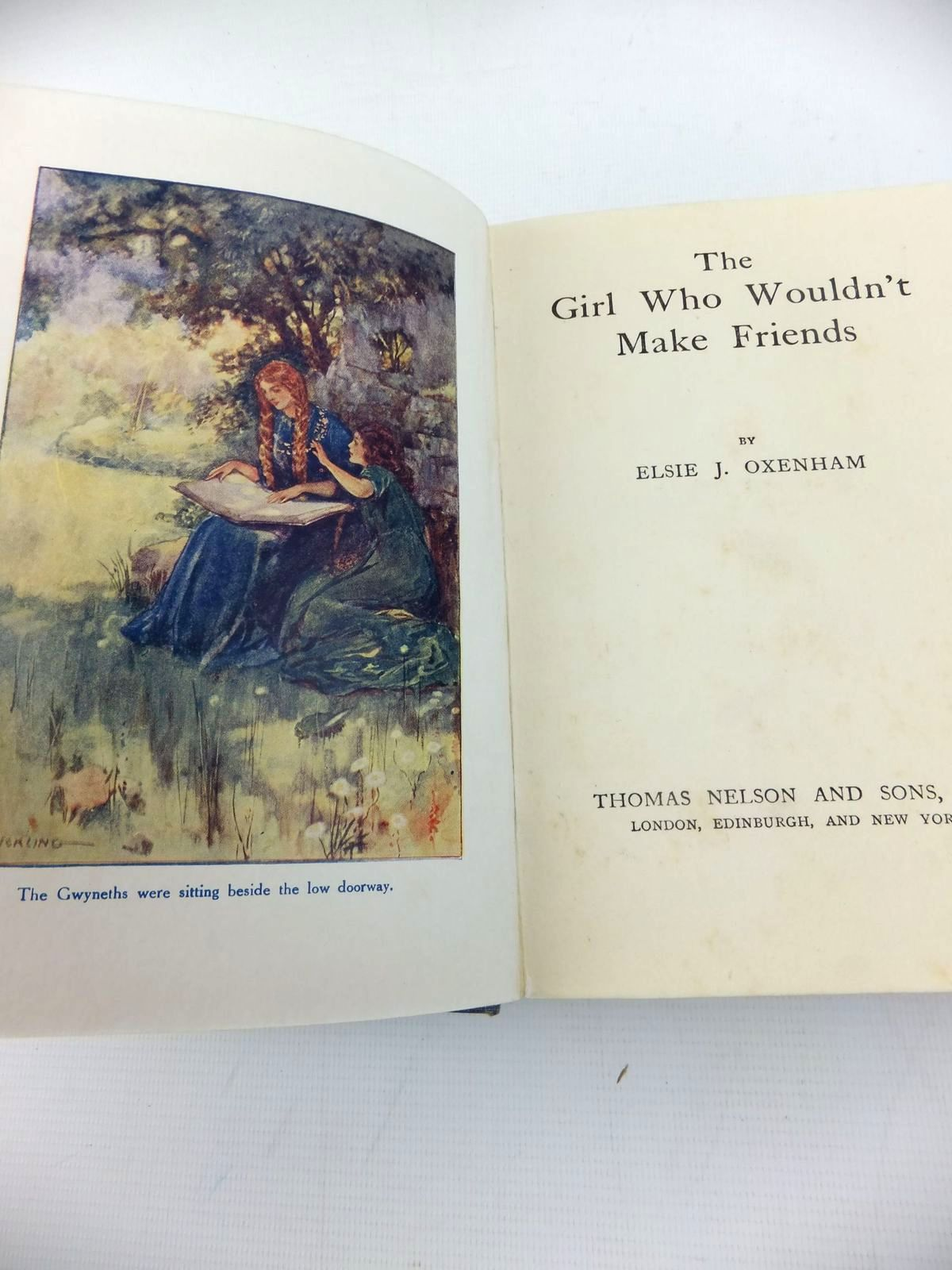 Photo of THE GIRL WHO WOULDN'T MAKE FRIENDS written by Oxenham, Elsie J. illustrated by Hickling, P.B. published by Thomas Nelson and Sons Ltd. (STOCK CODE: 1814693)  for sale by Stella & Rose's Books