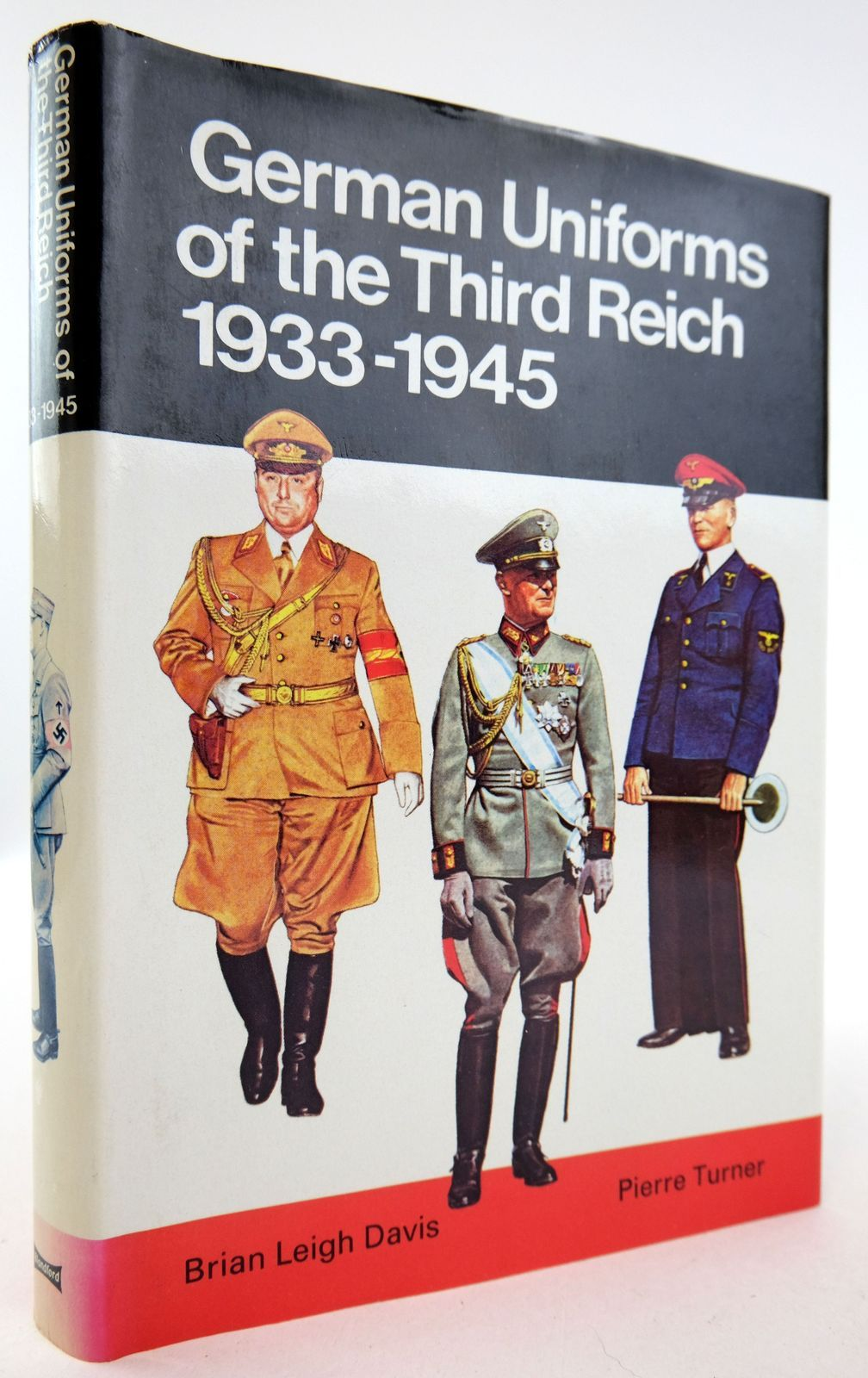 Photo of GERMAN UNIFORMS OF THE THIRD REICH 1933-1945 IN COLOUR- Stock Number: 1819660