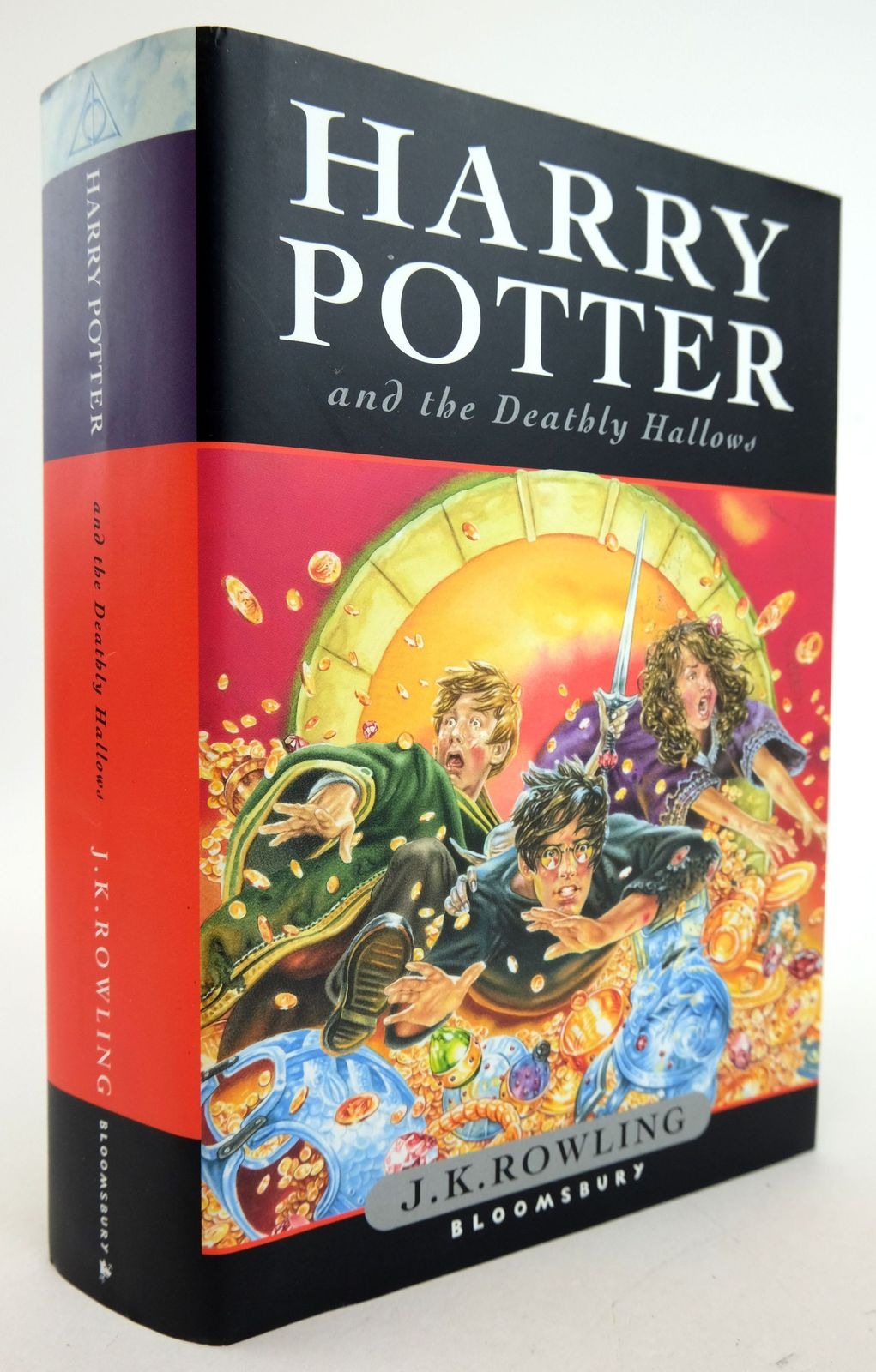 Photo of HARRY POTTER AND THE DEATHLY HALLOWS- Stock Number: 1819764