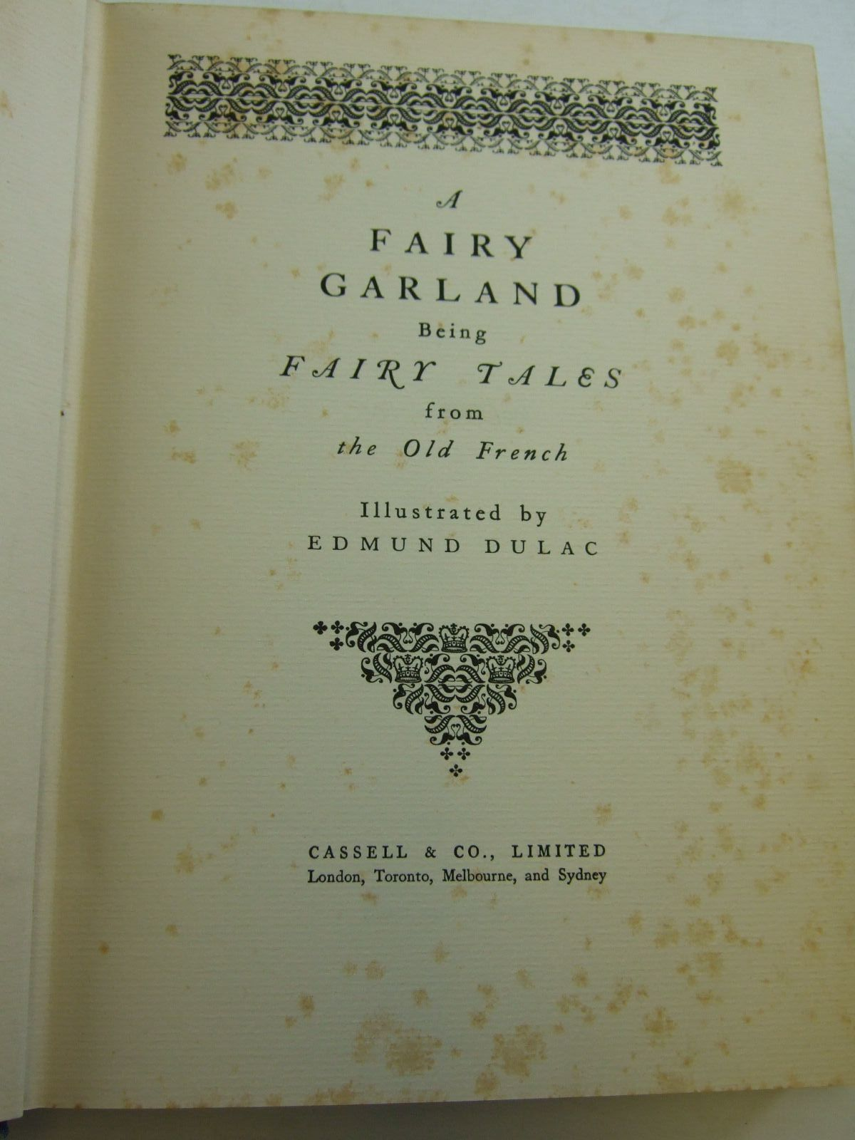 Photo of A FAIRY GARLAND written by Perrault, Charles D'Aulnoy, Madame et al, illustrated by Dulac, Edmund published by Cassell & Company Ltd (STOCK CODE: 2108586)  for sale by Stella & Rose's Books