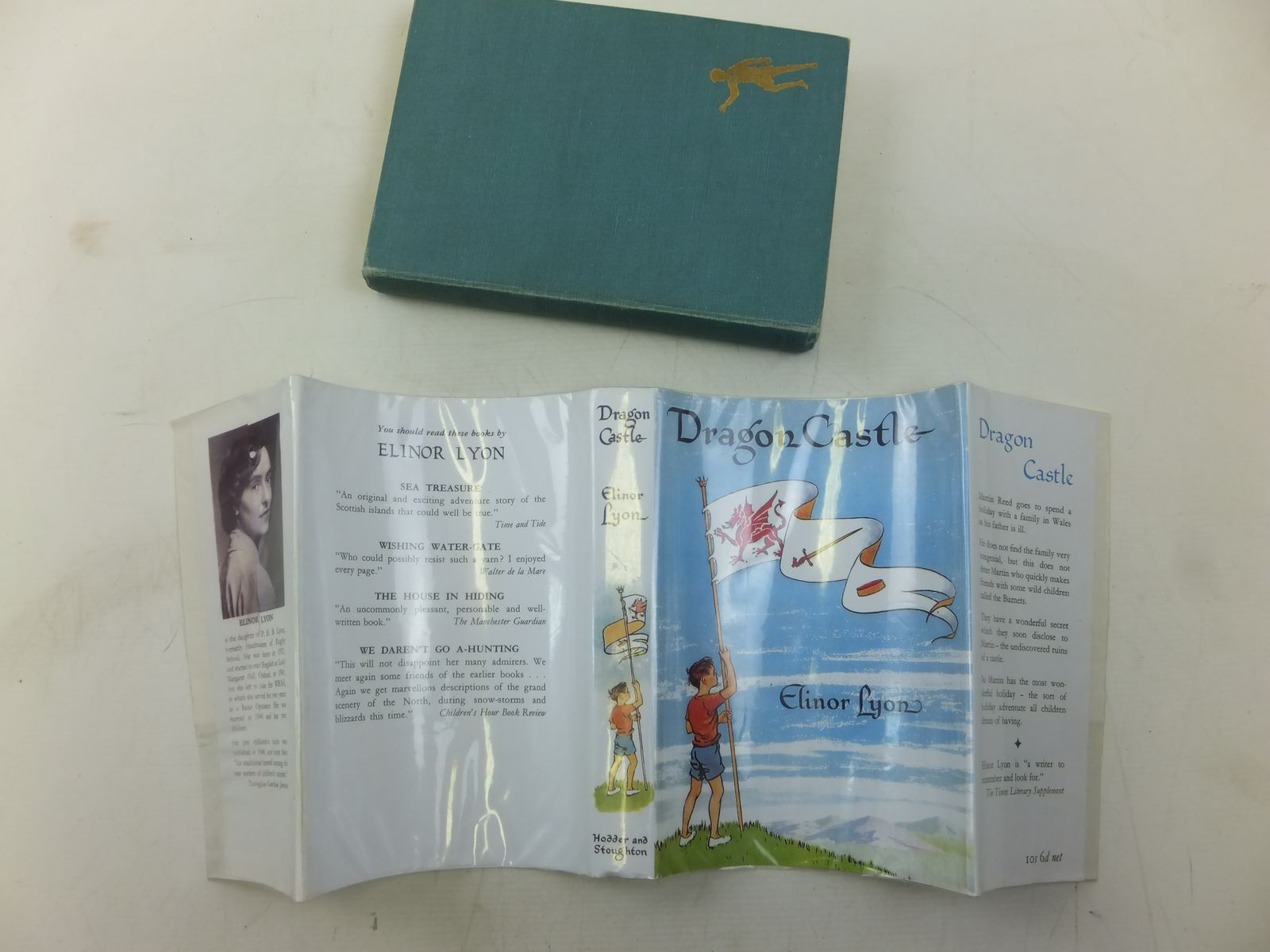 Photo of DRAGON CASTLE written by Lyon, Elinor (STOCK CODE: 2119196)  for sale by Stella & Rose's Books