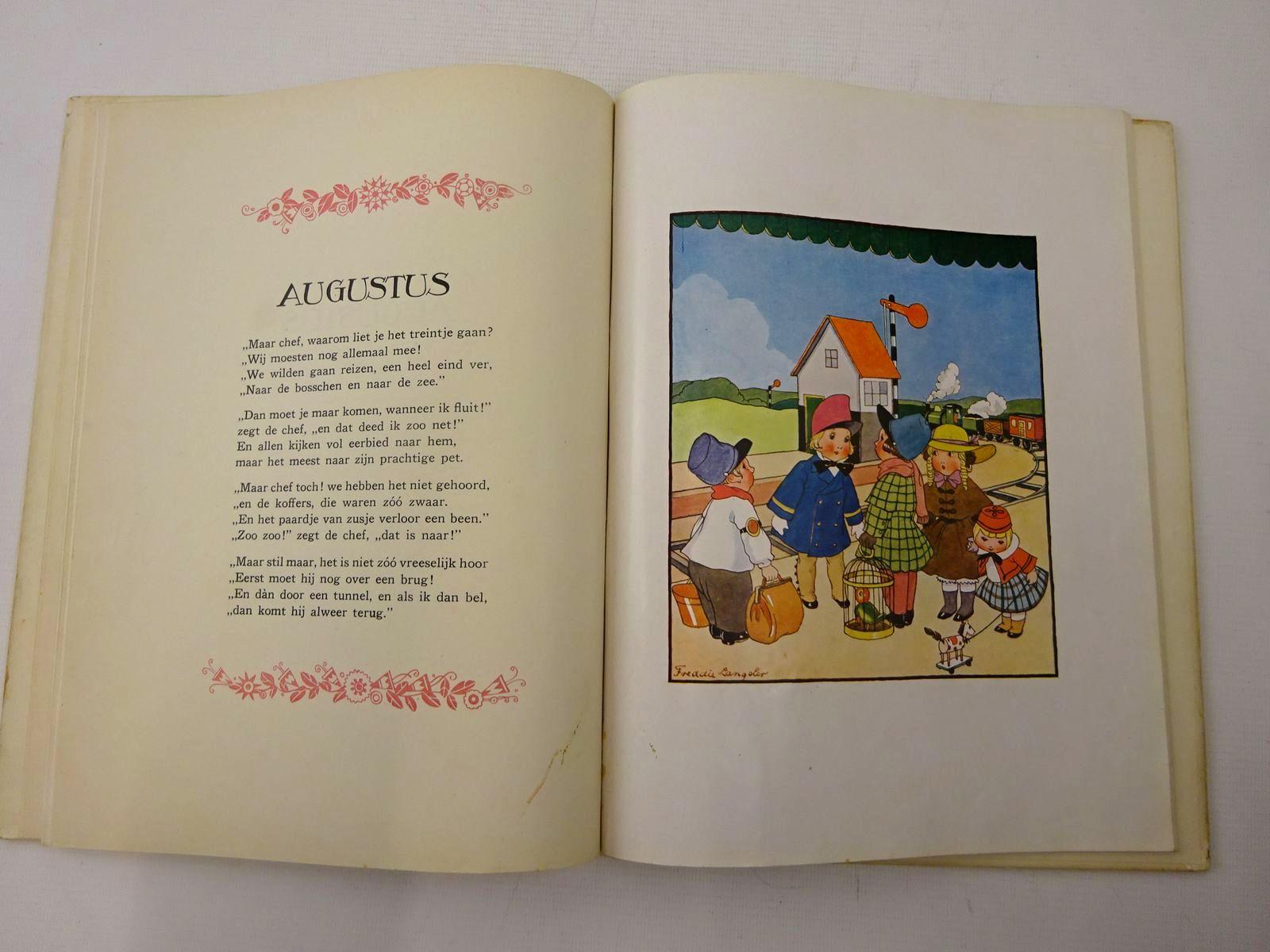 Photo of 'T JAARTJE ROND written by Beversluis, Martien illustrated by Langeler, Freddie published by Gebr. Kluitman (STOCK CODE: 2126688)  for sale by Stella & Rose's Books
