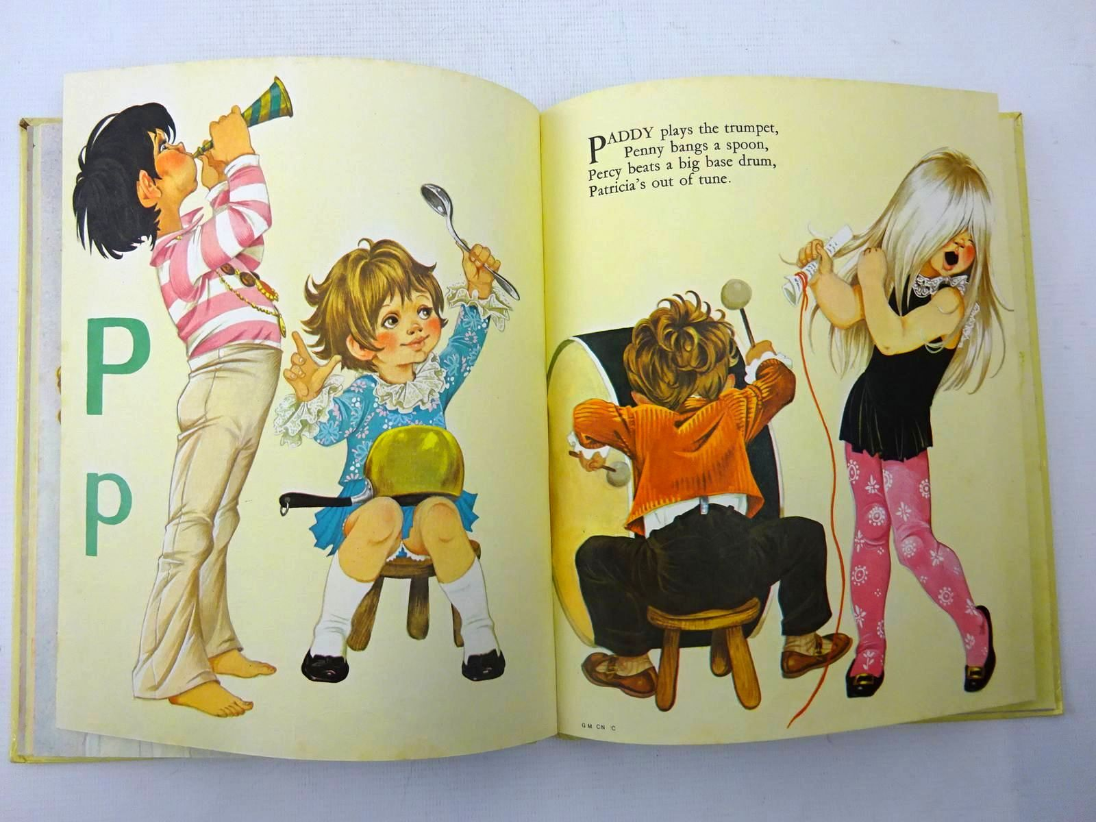 Photo of A BOOK OF CHILDREN'S NAMES written by Johnstone, Janet Grahame