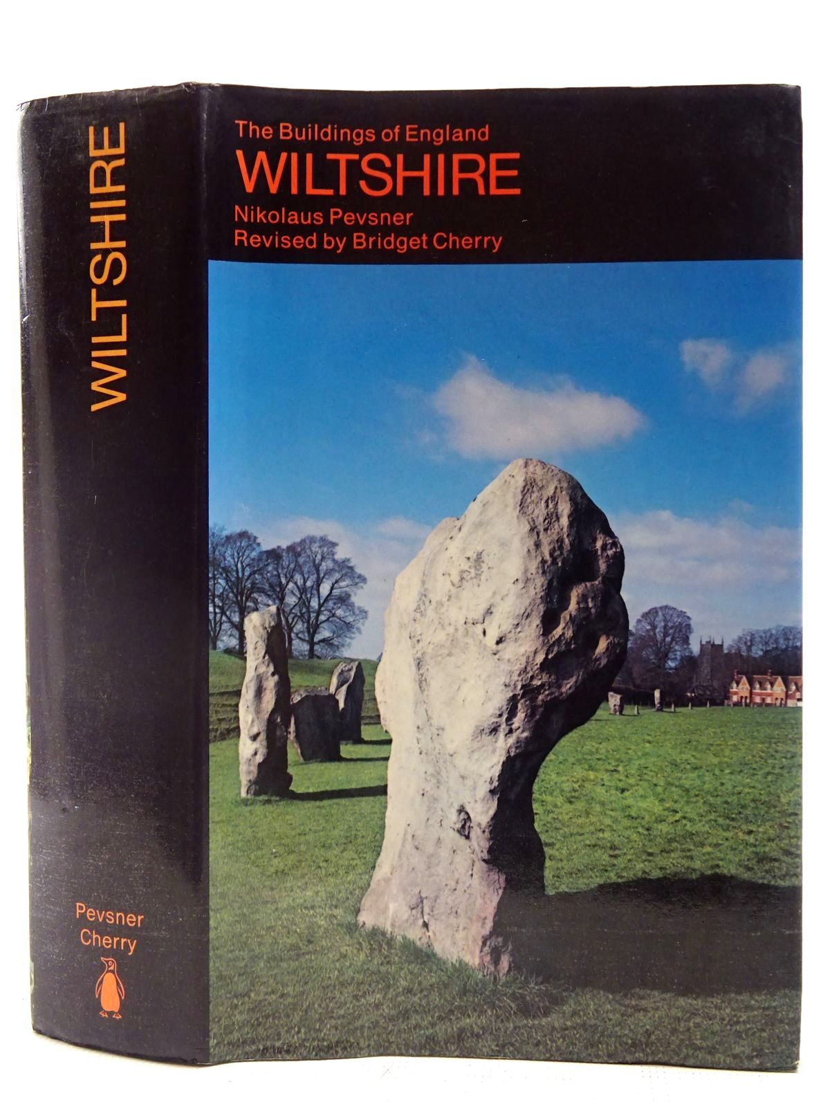 Photo of WILTSHIRE (BUILDINGS OF ENGLAND) written by Pevsner, Nikolaus