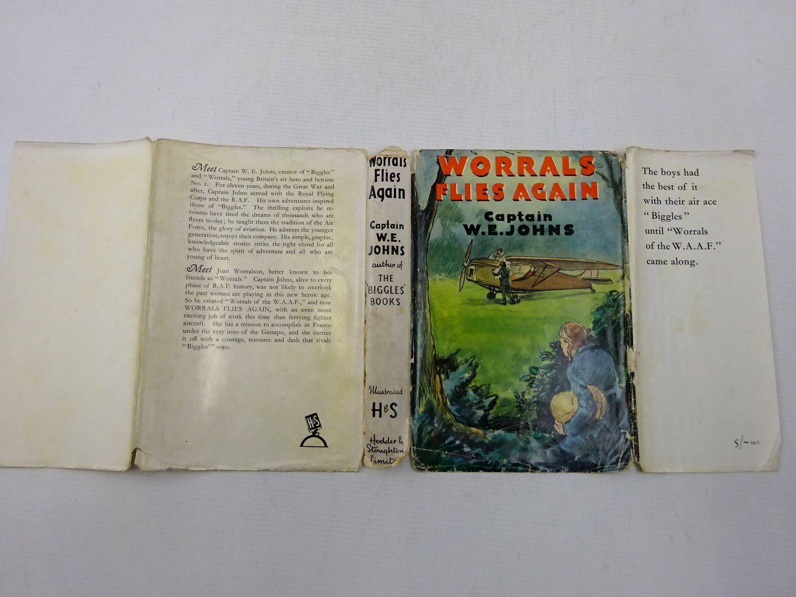 Photo of WORRALS FLIES AGAIN written by Johns, W.E. illustrated by Stead,  published by Hodder & Stoughton (STOCK CODE: 2128583)  for sale by Stella & Rose's Books