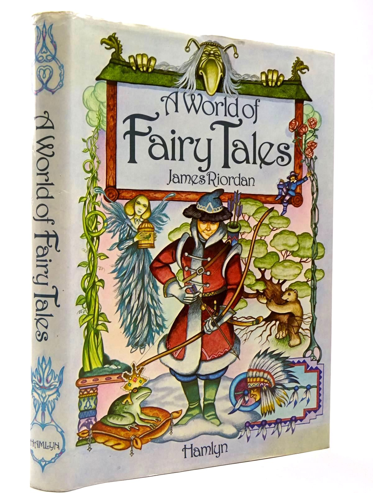 Photo of A WORLD OF FAIRY TALES written by Riordan, James illustrated by Chalk, Gary