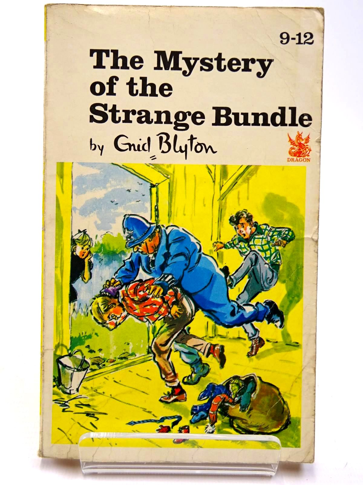 Photo of THE MYSTERY OF THE STRANGE BUNDLE written by Blyton, Enid illustrated by Gernat, Mary<br />Chapple, Jenny published by Dragon (STOCK CODE: 2130555)  for sale by Stella & Rose's Books