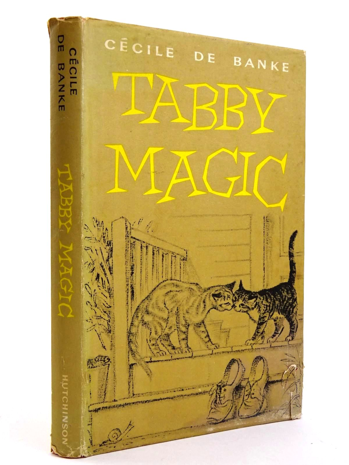 Photo of TABBY MAGIC written by De Banke, Cecile illustrated by Unwin, Nora published by Hutchinson of London (STOCK CODE: 2131631)  for sale by Stella & Rose's Books