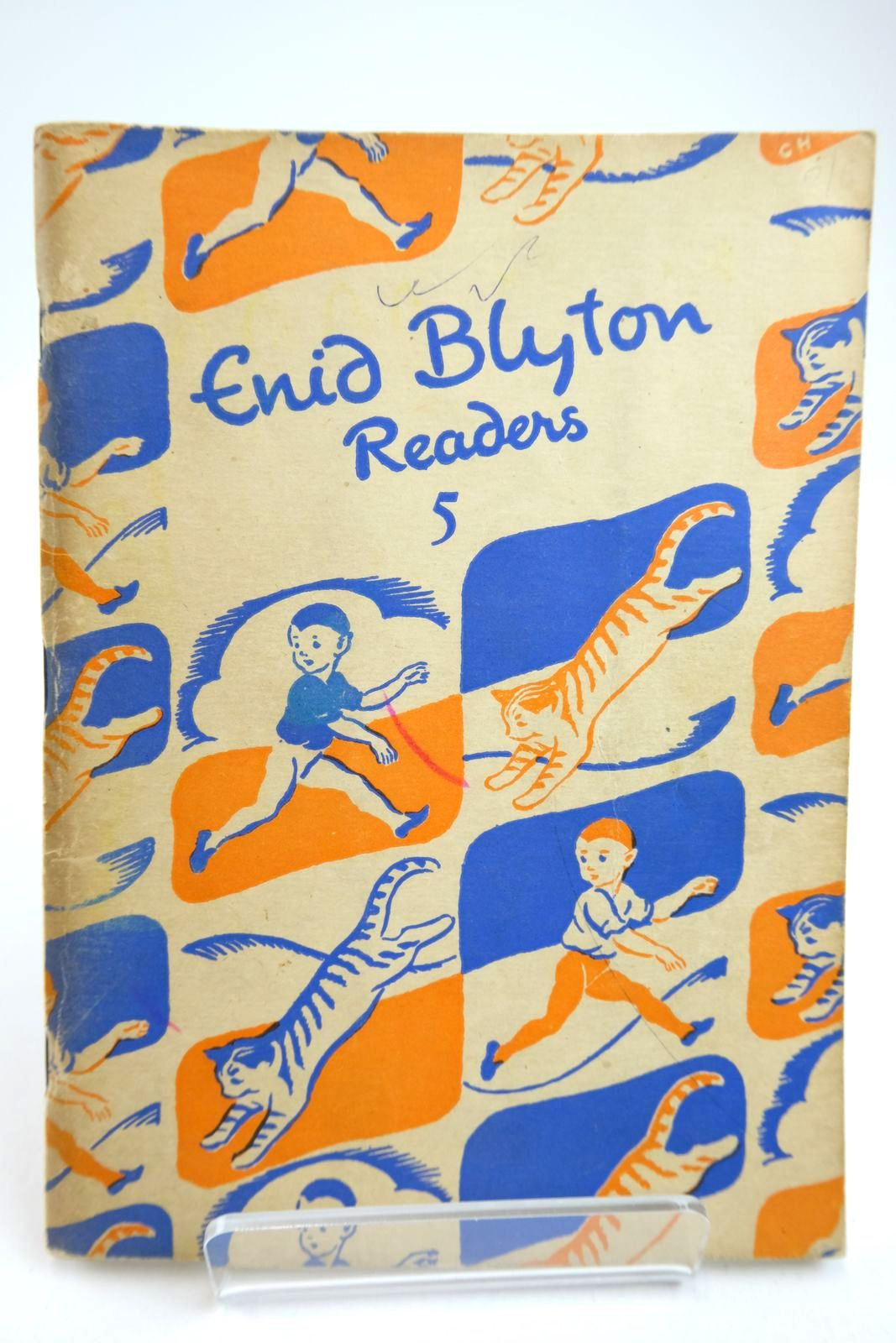 Photo of ENID BLYTON READERS 5 written by Blyton, Enid illustrated by Soper, Eileen published by Macmillan & Co. Ltd. (STOCK CODE: 2133409)  for sale by Stella & Rose's Books