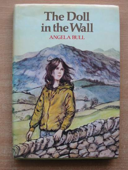 Photo of THE DOLL IN THE WALL written by Bull, Angela illustrated by Floyd, Gareth published by Collins (STOCK CODE: 587465)  for sale by Stella & Rose's Books